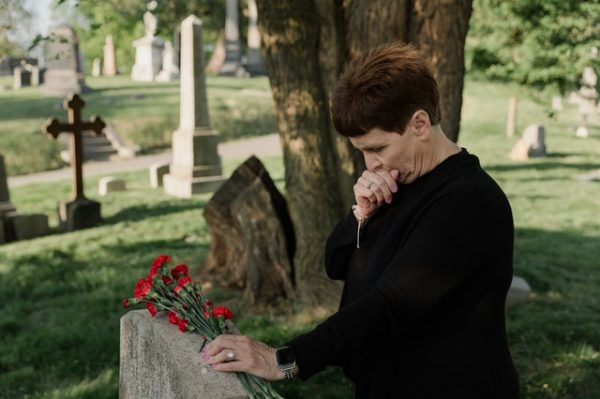5 ways to say goodbye to a deceased friend
